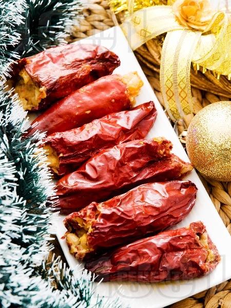 Пълнени сушени чушки (пиперки) с намачкан варен боб (фасул) и гъби манатарки на фурна - снимка на рецептата